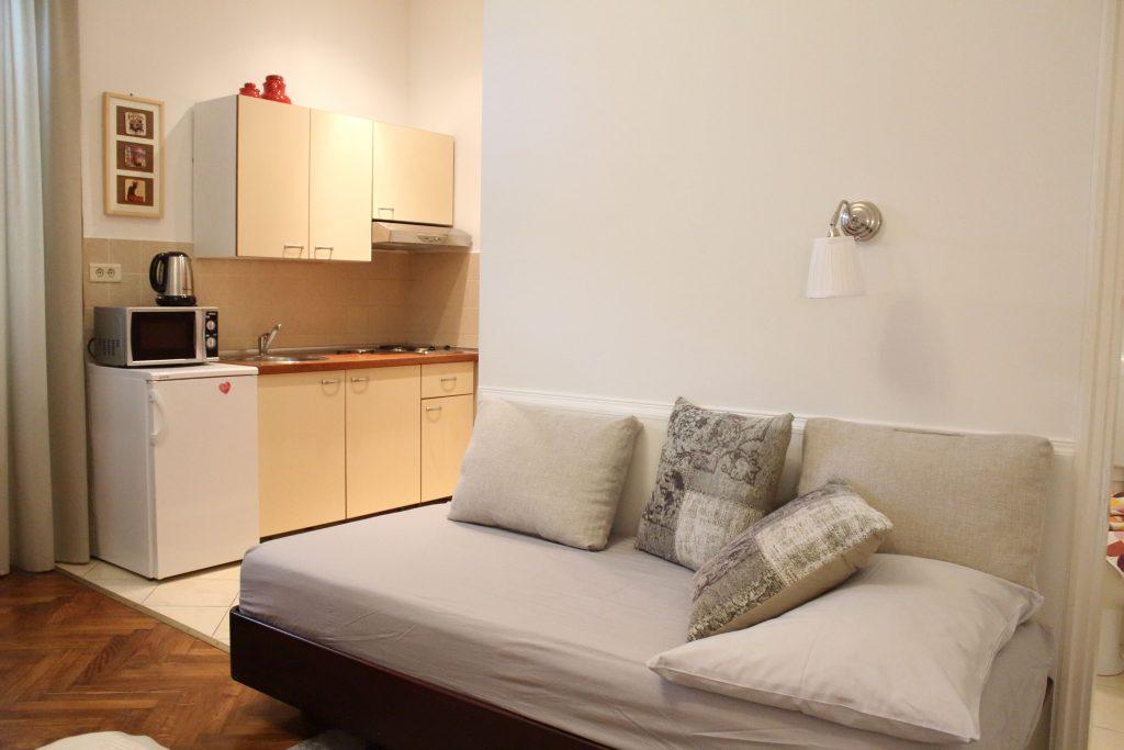 Villa San Giuseppe Lovran, center, quiet location, 50 m from sea, apartment 2+1studio
