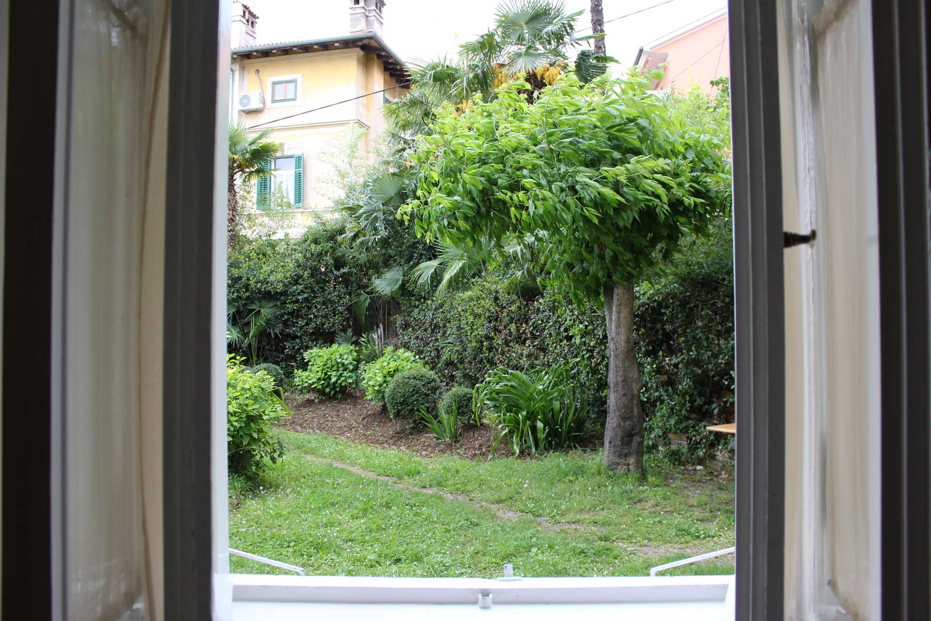 Villa San Giuseppe Lovran, center, quiet location, 50 m from sea, apartment 2+1 garden booking