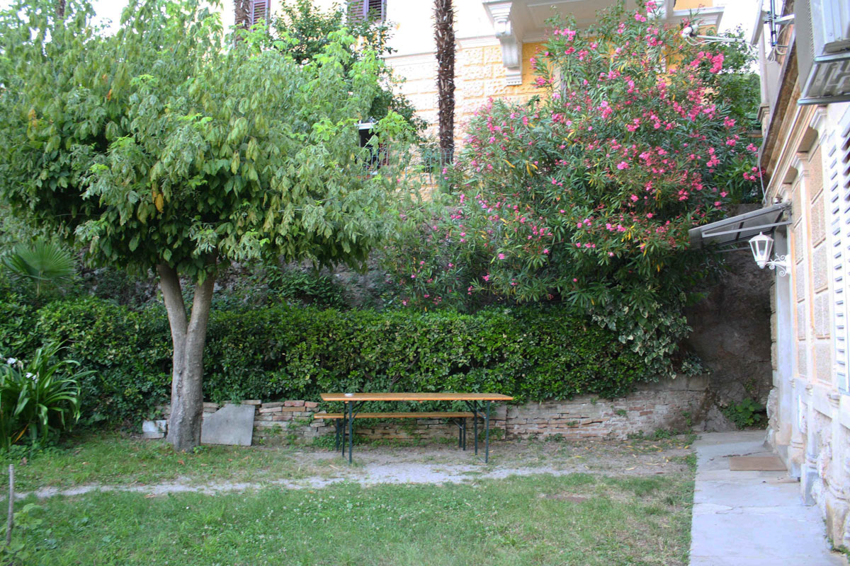 Villa San Giuseppe Lovran, center, quiet location, 50 m from sea garden furniture