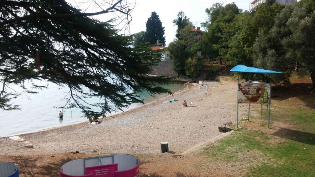 Lovran beach Villa San Giuseppe Lovran holiday apartments near sea from 35 € night