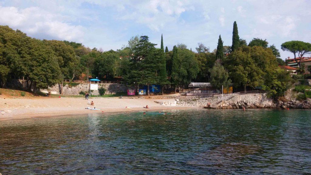 Lovran beach Villa San Giuseppe Lovran holiday apartments near sea easy last minute booking