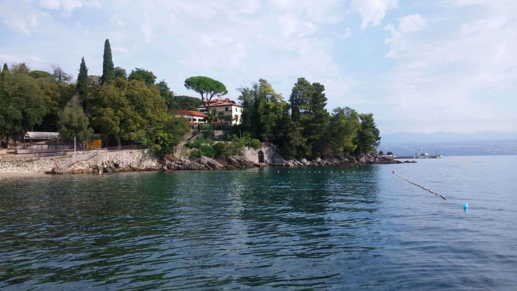 Holiday apartments in Croatia near sea with best last minute offer