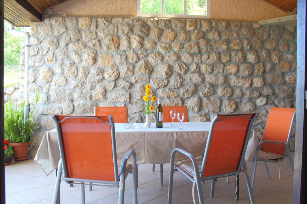 Terrace for family dining at holidays rentals Apartments Basan Croatia