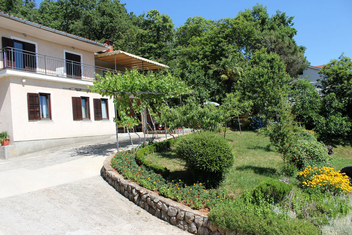 Apartments Basan Lovran-Opatija, holiday rentals in Croatia with private parking