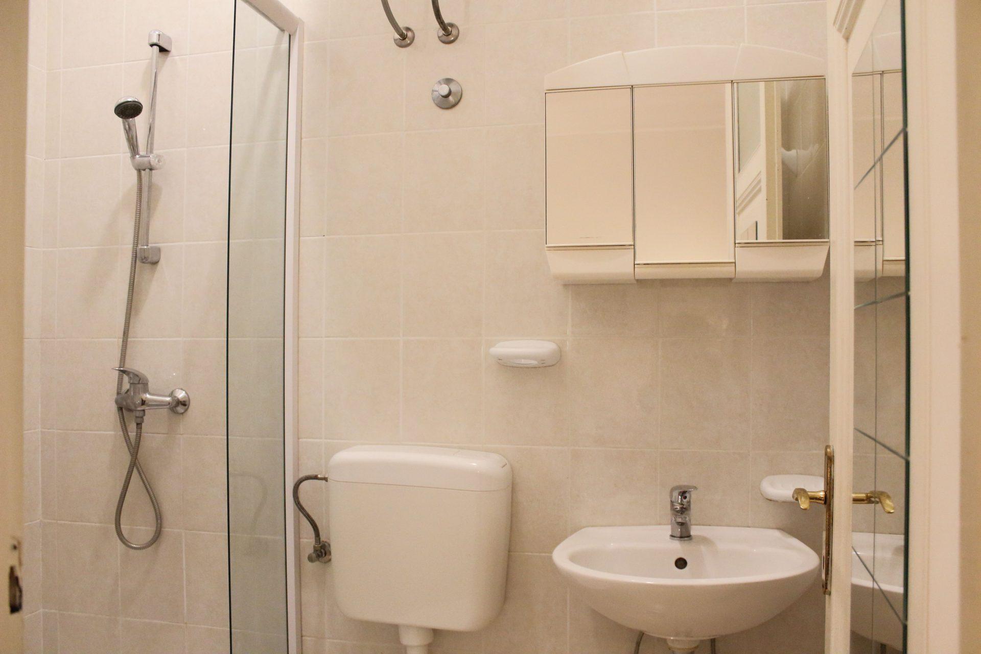 Villa San Giuseppe Lovran, center, quiet location, 50 m from sea, apartment 2+1 bathroom booking
