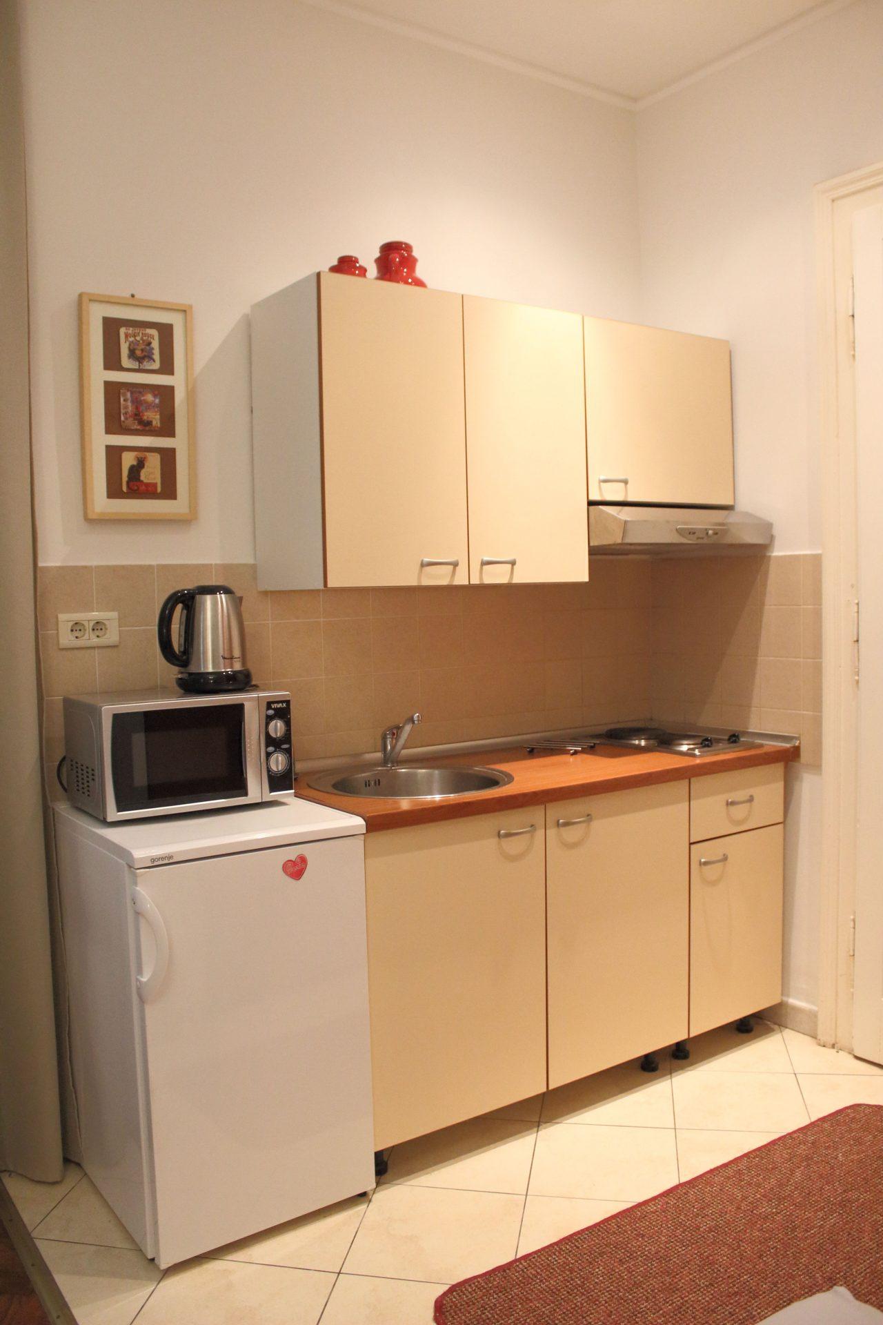 Equipt kitchen in studio apartment Villa san Giuseppe near sea in Lovran