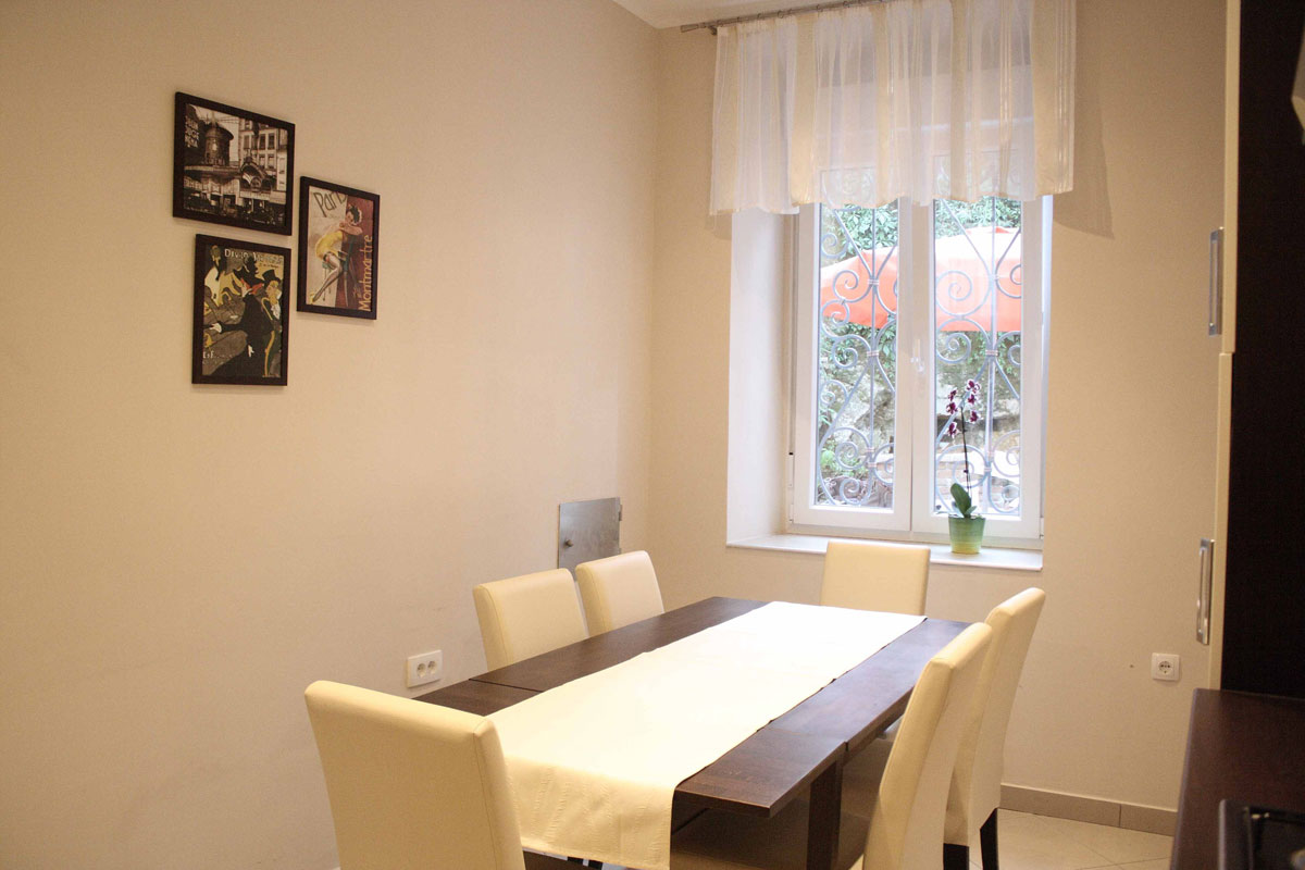 Nice dining area in apartment Villa san Giuppe Lovran with garden view