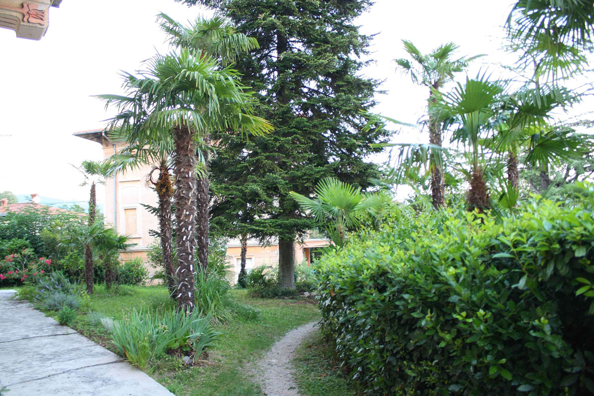 Apartment rentals near Opatija with private garden near sea