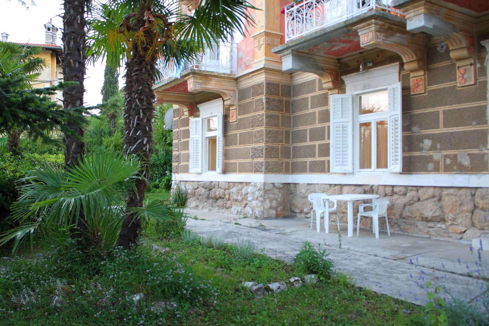 Villa San Giuseppe Lovran, center, quiet location, 50 m from sea garden