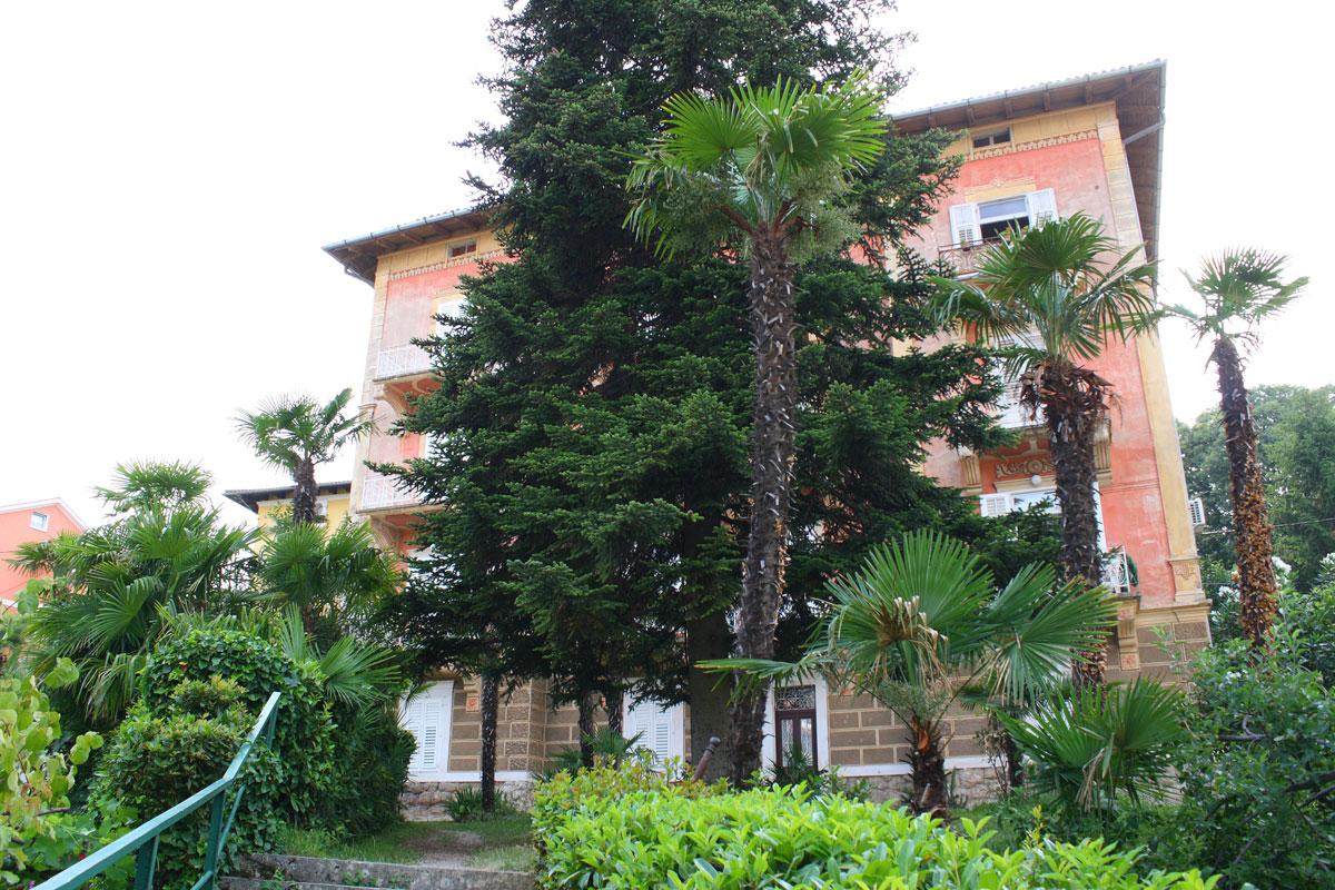 Apartments Villa San Giuseppe  in Lovran on quiet location, near sea