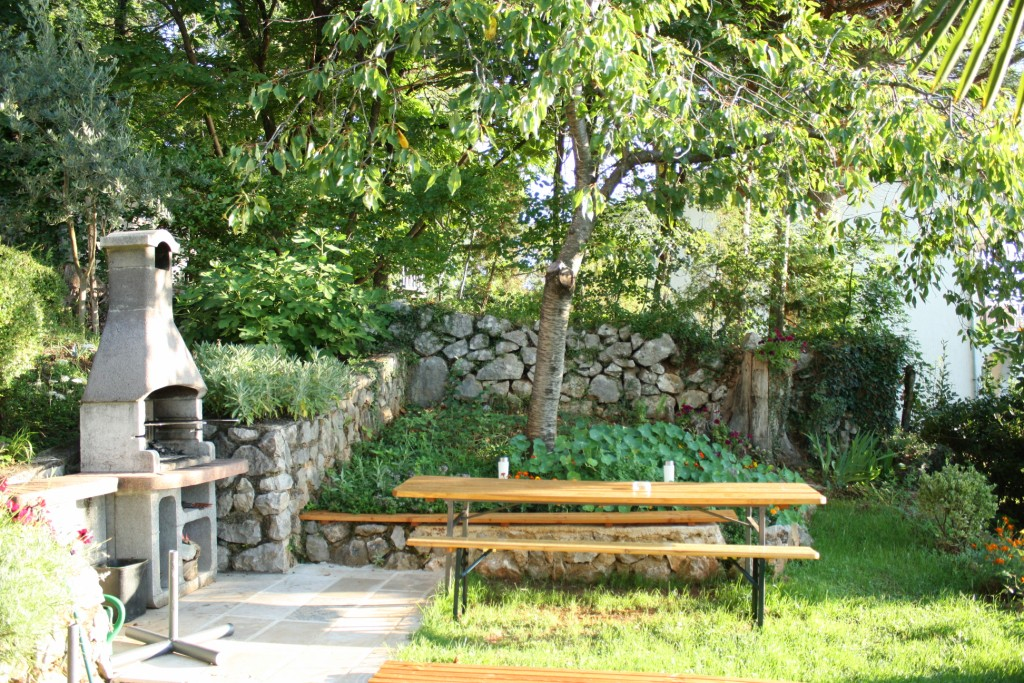 Apartment with barbecue and terrace garden for summer holday in Lovran-Opatija