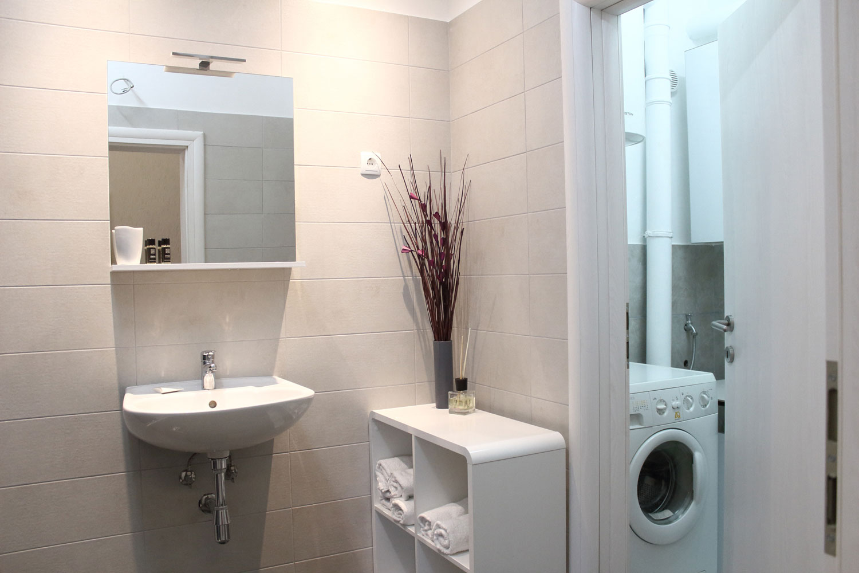 Apartments Basan Lovran-Opatija Croatia, apartment 4+1 bathroom with washing machine